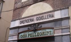 Vetrine di primo Novecento in via Fillungo - Lucca